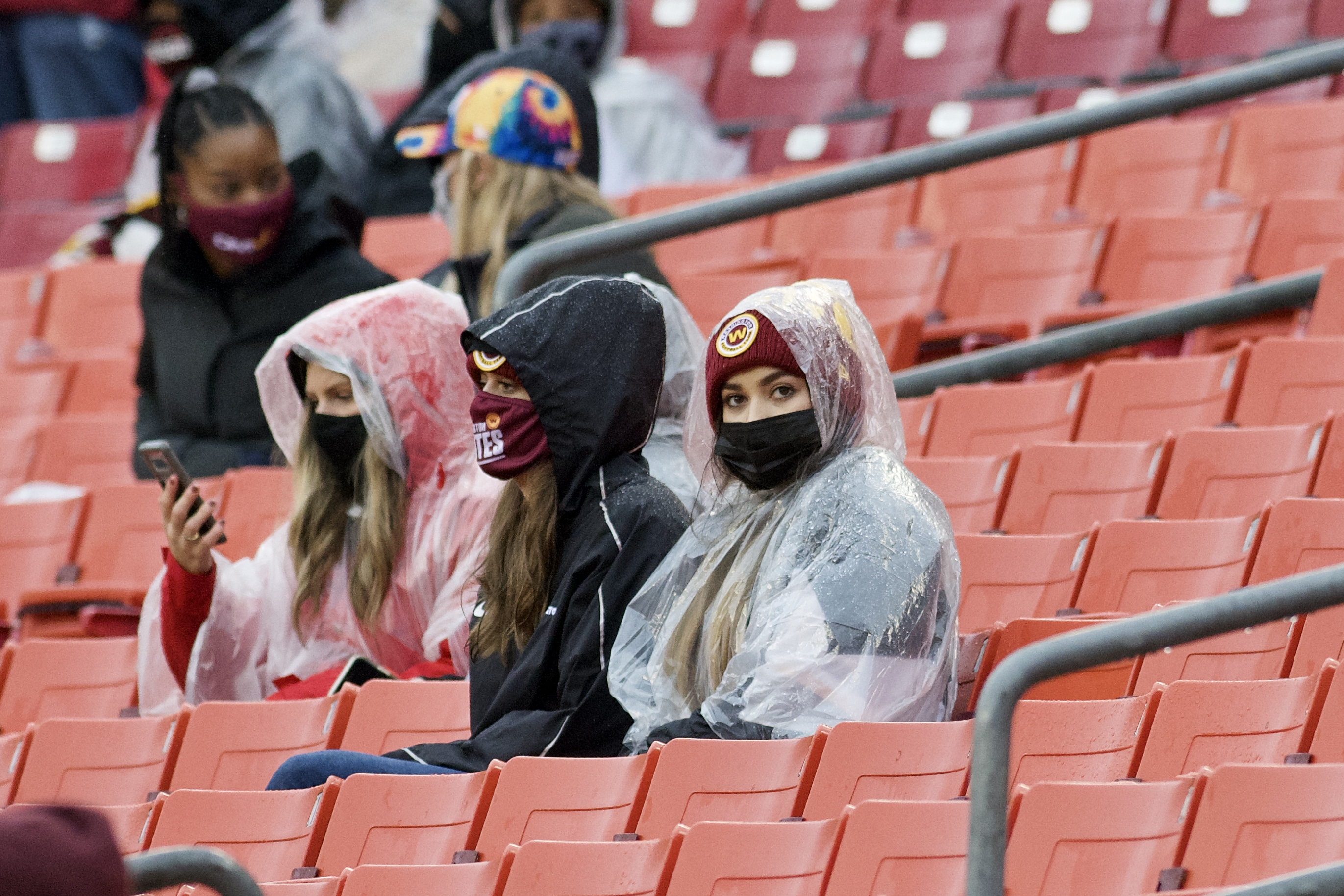 fans-watching-football-wearing-face-masks